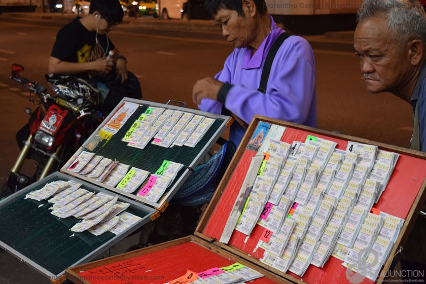 12-Lottery-ticket-sellers-Tong-Lo-BTS-Station