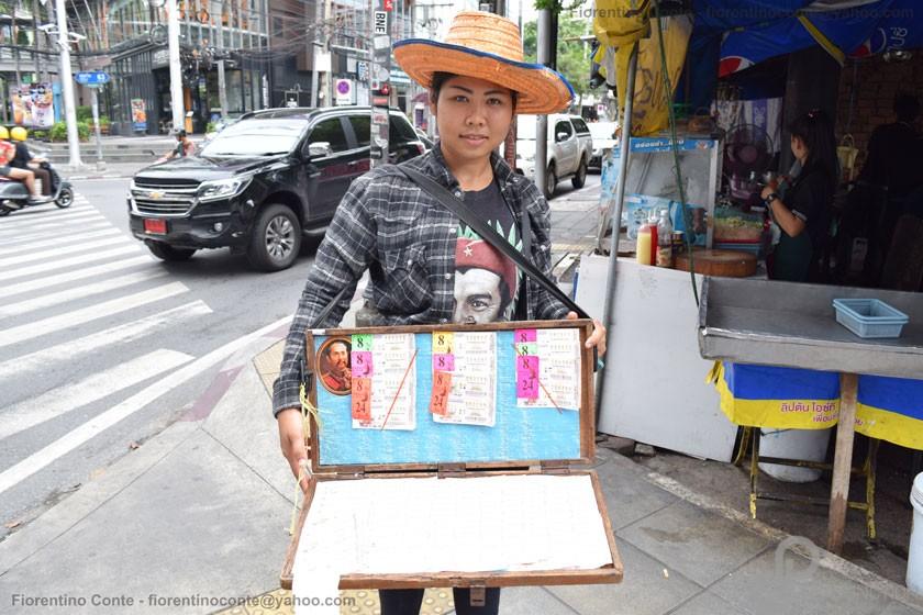 18-Lottery-tickets-seller-Ekkamai