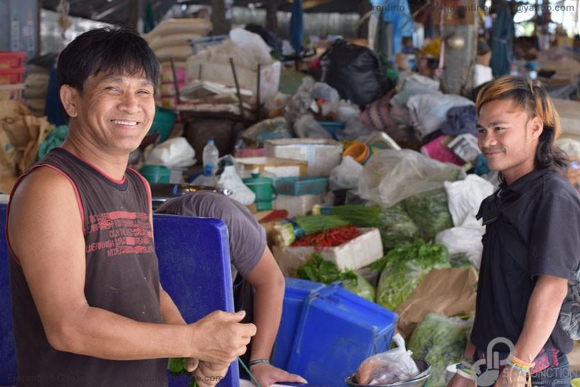30-Smiley-people-Sri-Din-Daeng-market
